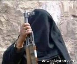 """فتاة بدوية  تجبر شاب على المشي""""عارياً """"تحت تهديد السلاح  في محافظة تعز"""
