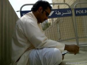 سعودي يعتصم أمام سفارة المملكة في المنامة مطالباً بابنته