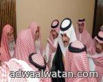 """في مطار الرياض.. """"صيني"""" يثور ويتهجم على المسافرين ويمتهن المصحف"""