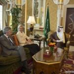 مدير مدني الباحة يكرم عدد من منسوبي ادارة الدفاع المدني بمحافظة المندق والمراكز والوحدات التابعة لها