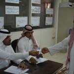 رئيس بلدية حفر الباطن يقف على سير لجان قيد الناخبين