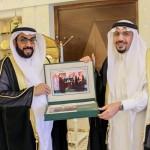 السفير السعودي لدى لبنان يقدم واجب العزاء في وفاة نائبه بالجوف