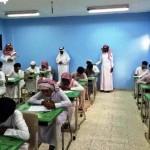 مدير مكتب التعليم بمحافظة الحائط يكرم رائد النشاط منصور الرشيدي