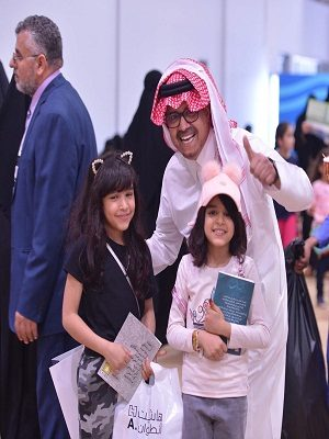 """155 ألف زائر لـ """"كتاب الرياض"""".. و800 عملية شراء إلكتروني يومياً"""