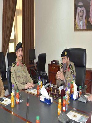 """اللواء """"عبدالعزيز المحيميد"""" يعقد أجتماع مع أعضاء اللجنة الأمنية للجهات المشاركة بفعاليات رالي 2017"""