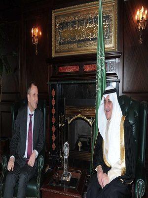 أمير منطقة تبوك يستقبل سفير مملكة هولندا لدي المملكة