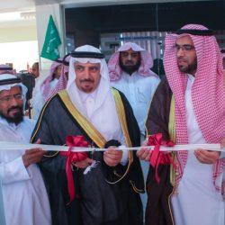 """أمير القصيم يدشن هوية جامعة المستقبل ويزف """"355"""" من خريجيها"""