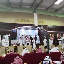 الأمير حسام بن سعود يكرم 39 موظفاً أحيلوا للتقاعد بإمارة الباحة