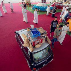 أمير القصيم يطلق لقب ( الدولي ) على مهرجان السيارات التراثية والكلاسيكية ببريدة