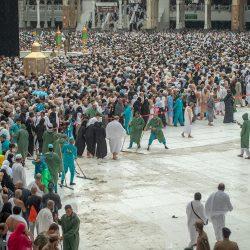 بالفيديو.. شاهد زخات المطر مع روحانية صلاة التراويح في المسجد الحرام