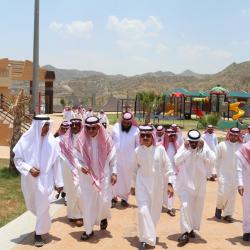 دارسات الحملة الصيفية للتوعية ومحو الأمية بمكة يرسمن العلم السعودي