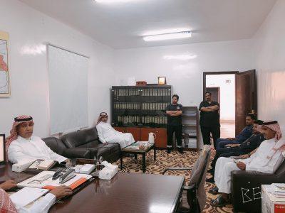 القحطاني يتفقد الهلال الأحمر ومركز صحي حي القعدة بالحناكية