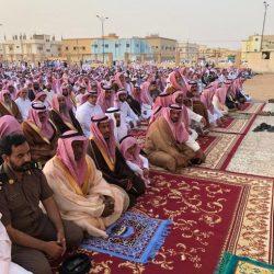 نائب رئيس مركز القفل يؤدي صلاة عيد الفطر ويهنئ القيادة