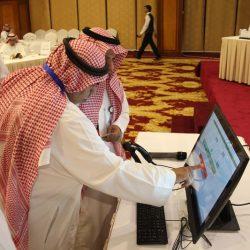 أمير منطقة القصيم يزور المعرض الوطني ويشيد بالجهود