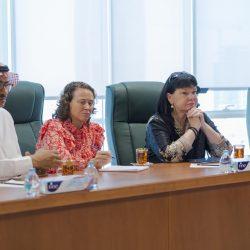 رئيس مجلس غرفة المخواة يُكرم الموظفين المتميزين