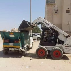 بلدية النعيرية ترفع أكثر من 48 ألف م3 أنقاض ومخلفات من مداخل المحافظة خلال شهر