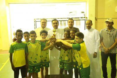 براعم أكاديمية الإمبراطور يُتوج بطلاً لمهرجان نادي الحي في ثانوية طيبة لكرة القدم بالمدينة