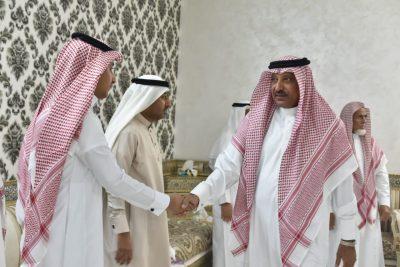 """محافظ صامطة""""زعلة"""" يقدم واجب العزاء للإعلامي""""الجبيلي"""" في وفاة والده"""