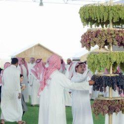 الدوسري و مدير نادي ريال مدريد سابقا يزوران نادي الحي بالمجمعة
