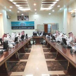 أمير منطقة الباحة يستقبل رئيس المحكمة الجزائية ويشيد بنزاهة القضاء السعودي