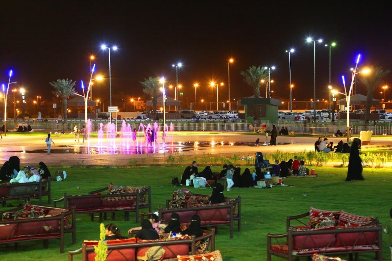 رئيس لجنة أهالي عيون الجواء يزور مهرجان الخيمة التسويقية أضواء الوطن