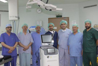 فريق طبي ينجح في إجراء أول عملية تفتيت بالمنظار المرن والليزر بالمجمعة