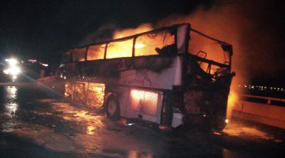 """تفحم """"35"""" شخصاً في حادث مروري مروع على طريق الهجرة"""