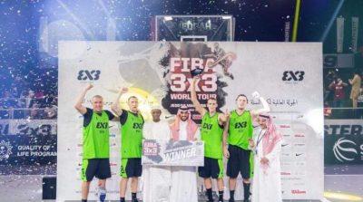 """الأمير عبدالعزيز بن تركي الفيصل يتوج فريق """"ريغاغيتو"""" ببطولة جولة العالم لكرة السلة 3×3 في جدة"""