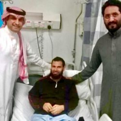 """الأمير فهد بن سلطان يستقبل فريق التنقيب في موقع"""" قريّة """" الأثري بمنطقة تبوك"""