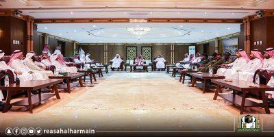 السديس يكرم الشباب السعودي القائم  بالأعمال الفنية والخدمية بالمسجد النبوي