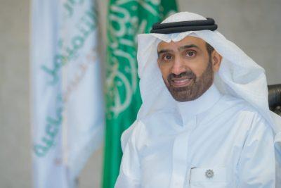 وزير العمل يعتمد دليل التوطين في عقود التشغيل والصيانة بالجهات العامة