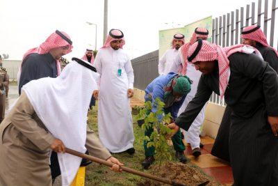 """بلدية النعيرية تدشن مبادرة التشجير """" شرقية خضراء """" بالمحافظة"""