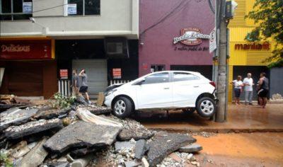 مصرع 64 على الأقل وآلاف المشردين بسبب الفيضانات فى البرازيل