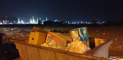 أهالي بعض أحياء المدينة المنورة : غابت المسؤولية وتكدّسَتْ النفايات والقطط
