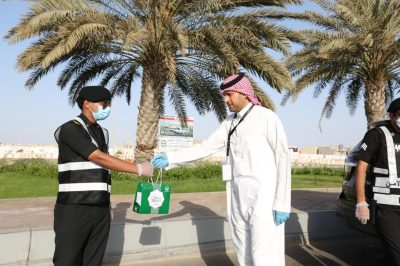 """إمارة مكة توزع """"30"""" ألف هدية معايدة على رجال الأمن والصحة"""