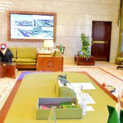أمير الرياض يطلع على الإجراءات الاحترازية ويستقبل منسوبي الإمارة