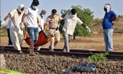 قطار شحن  يدهس 14 عامل ناموا على القضبان بالهند