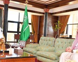 """""""وكيل إمارة الرياض"""" يستقبل """"مدير عام الشؤون الصحية"""" بالمنطقة"""