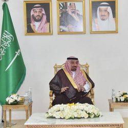 أمير منطقة الرياض يجتمع مع وزير السياحة