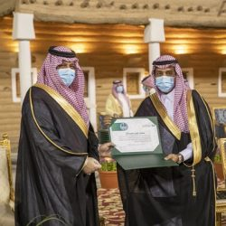 سمو أمير القصيم يكرم مدير فرع هيئة الأمر بالمعروف بالمنطقة السابق