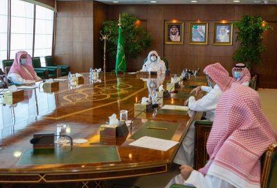 وزير الشؤون الإسلامية يطلع على تجربة التحول الرقمي لفرع الوزارة بالمدينة المنورة