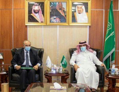 """""""آل جابر"""" يؤكد على أهمية تنفيذ اتفاق الرياض لتعزيز الأمن والاستقرار في اليمن خلال لقائه سفير مصر لدى المملكة"""