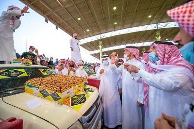 سمو أمير القصيم يزور مهرجان بريدة للتمور