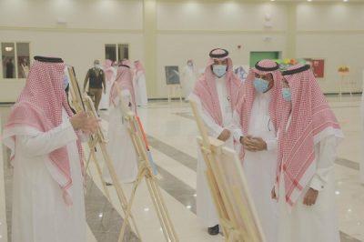 """الأمير فيصل بن فهد بن مقرن يفتتح معرض """"الفنون التشكيلية"""" لطلبة جامعة حائل"""