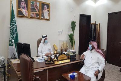 محافظ صامطة يبحث مع مدير مكتب التعليم بالمحافظة خطط العام الدراسي ١٤٤٢هـ