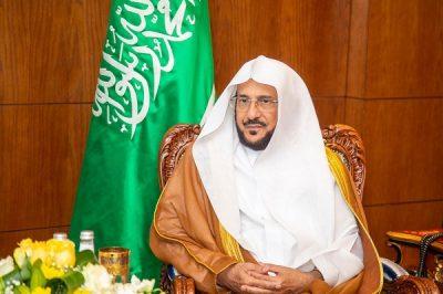 وزير الشؤون الإسلامية يوجه بتخصيص خطبة الجمعة غداً عن أهمية التعليم عن بُعد ودور الأسرة في إنجاحه