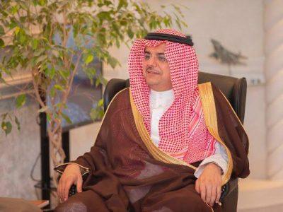 الأمير منصور بن محمد يقدم مكأفات فوز للاعبي الباطن على حطين