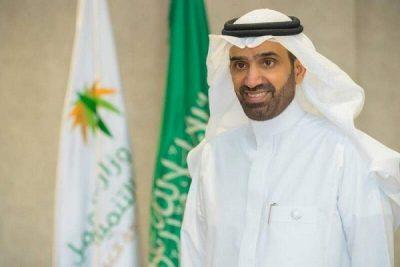 وزير الموارد البشرية والتنمية الاجتماعية يدشن إستراتيجية المسؤولية الاجتماعية للشركات