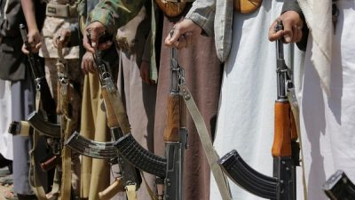 قتل أمه وشقيقه وأطفاله.. عنصر حوثي ينفذ مجزرة جماعية