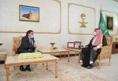 سمو أمير الحدود الشمالية يستقبل سفير باكستان لدى المملكة